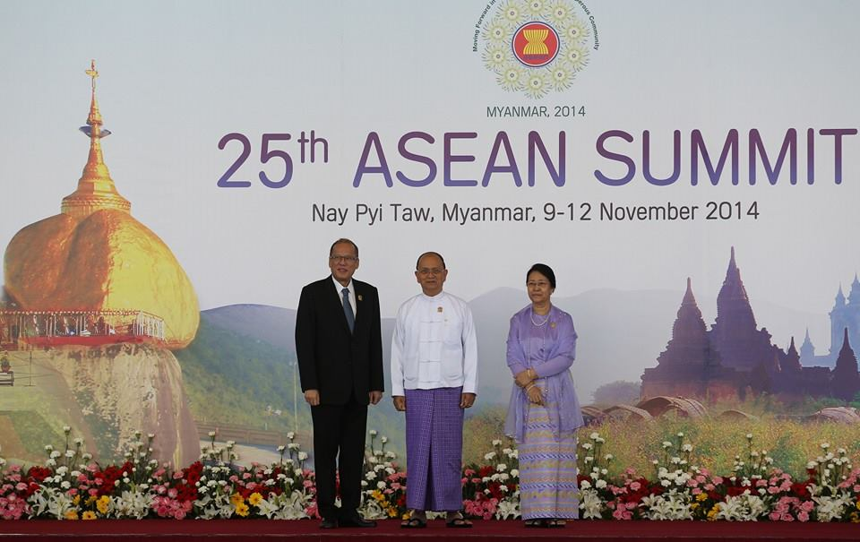 President Benigno Aquino III meets with Myanmar President U Thein Sein (center) during the 25th ASEAN Summit in Myanmar (Malacanang Photo Bureau)
