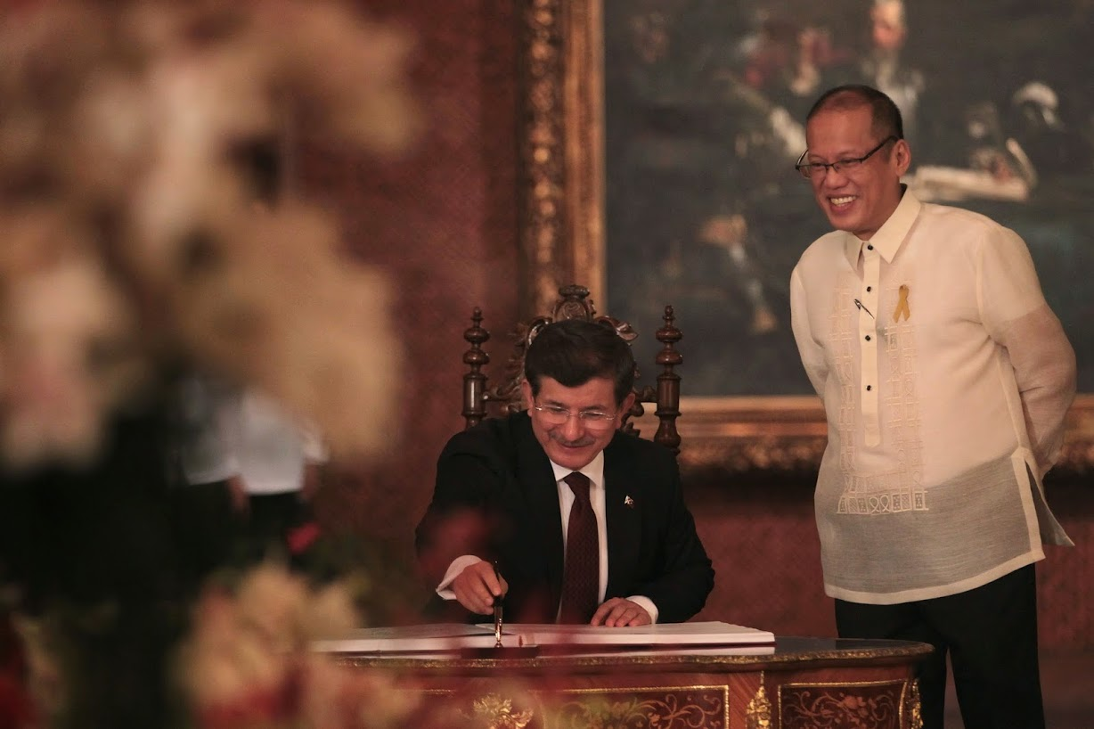 President Benigno S. Aquino III witnesses as His Excellency Ahmet Davutoglu, Prime Minister of the Republic of Turkey, signs the Palace Guest Book at the Reception Hall of the Malacañan Palace during his Official Visit to the Republic of the Philippines on Monday (November 17). Diplomatic relations between Turkey and the Philippines have been established with the Treaty of Friendship signed on 13 June 1949. Friendly and problem-free relations between Turkey and the Philippines constitute a solid basis for the development of bilateral relations. Economic relations have gained momentum in recent years despite the geographical distance. In recent years, enhanced economic and commercial relations paved the way for the Philippine business circles to increase their interest in the Turkish economy. Currently, approximately 5,000 Philippine citizens are living in Turkey and there are approximately 200 Turkish citizens living in the Philippines. (Photo by Benhur Arcayan/ Malacañang Photo Bureau)