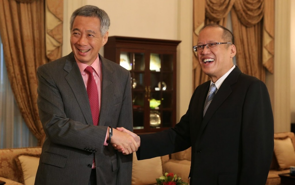 President Benigno S. Aquino III greets Singaporean Prime Minister Lee Hsien Loong during the courtesy call at the West Drawing Room of the Istana Main Building for his working visit to Singapore on Tuesday (November 18). (Photo by Ryan Lim / Malacañang Photo Bureau)