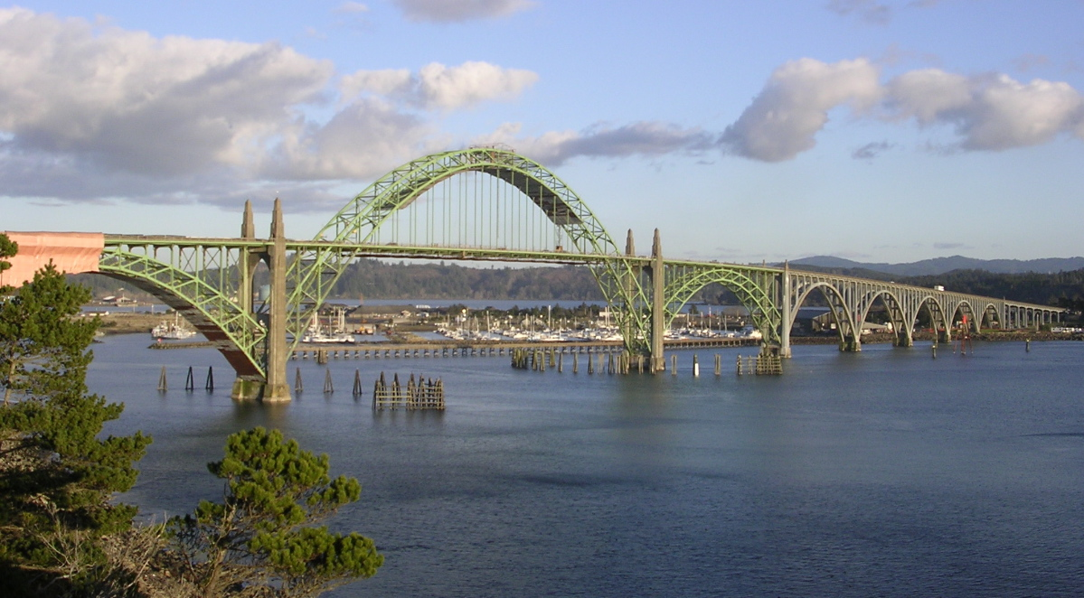 Yaquina Bay Bridge (Wikipedia)