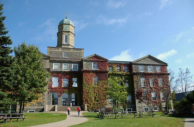 Henry Hicks Academic Building, Dalhousie University  (MRicon / Flickr)