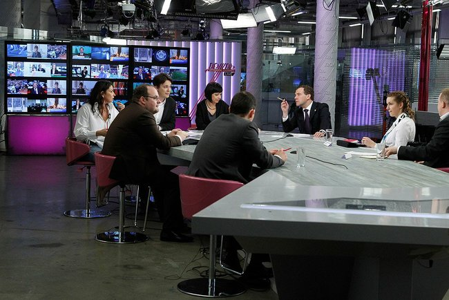 Russian Prime Minister Dmitry Medvedev visited the Dozhd channel for an interview. kremlin.ru
