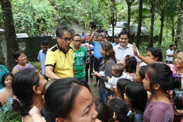 The Secretary of the Interior and Local Government is in Borongan, Eastern Samar to help ensure that LGUs are prepared when #RubyPH makes landfall. Secretary Roxas also emphasized the President's instructions to evacuate residents in coastal areas. (Official Gazette of the Republic of the Philippines' Facebook page)