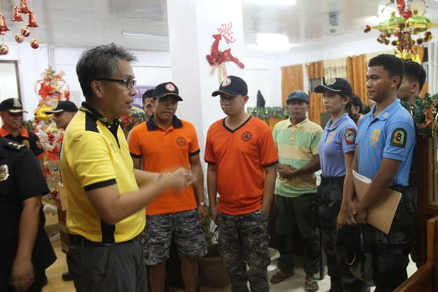 On December 3, 2014, Secretary Mar Roxas instructed LGUs to evacuate families living in coastal communities in the path of #RubyPH. Yesterday, December 5, Secretary Roxas flew to Eastern Samar to ensure the President's directives of preemptive evacuation. (Official Gazette of the Republic of the Philippines' Facebook page)