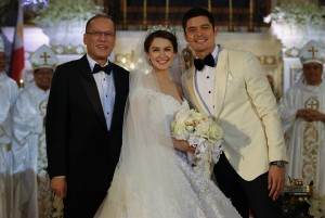 President Benigno S. Aquino III pose for a photo ops with newly wed's Actor Dingdong Dantes and Actress Marain Rivera after tying the knot at the Immaculate Conception Cathedral in Cubao,Quezon City Tuesday December 30, 2014,Tuesday,Friends,guests and Releatives witness the Wedding of the year .(Photo By Robert Viñas/Malacañang Photo Bureau)