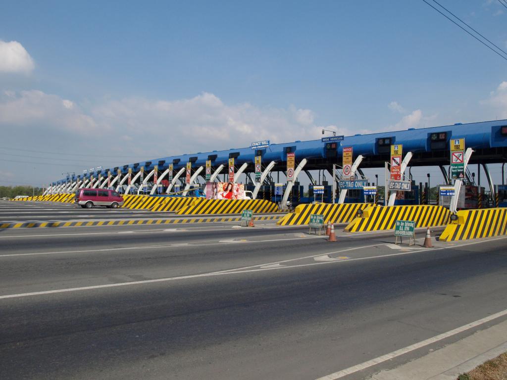 North Luzon Expressway toll gate (Wikipedia photo)