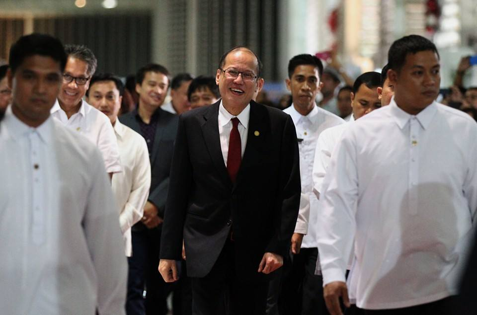 President Aquino arrives in the Philippines after his successful participation in the 25th ASEAN-Republic of Korea Commemorative Summit. (Malacanang Photo Bureau)