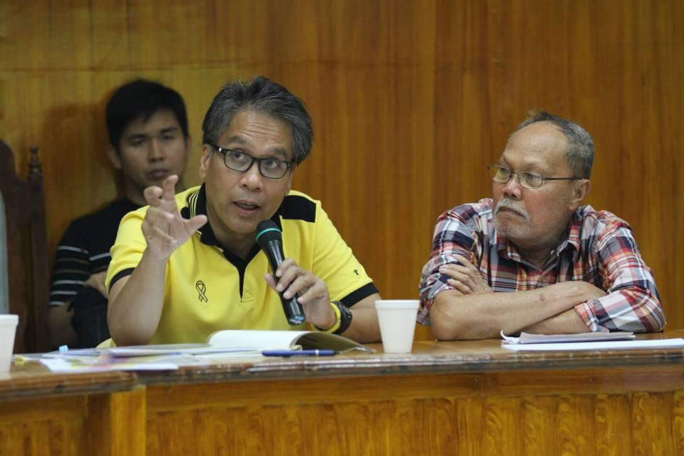 DILG Secretary Mar Roxas in today's joint NDRRMC-PDRRMC briefing; he emphasized the President's instructions to evacuate residents in coastal areas. (Photo by the Presidential Communications Development and Strategic Planning Office)