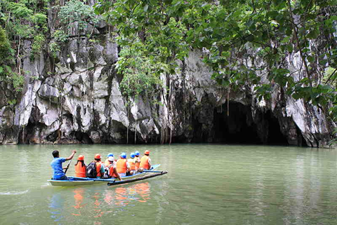 Tourists about to enter Puerto Princesa Underground River. Photo taken from Wikipedia Commons.