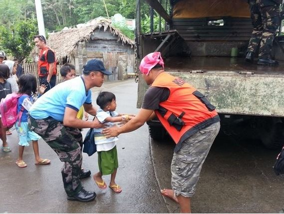 nformation dissemination and evacuation held in provinces affected by Bagyong Ruby (via PNP facebook page; photo courtesy of local police stations)