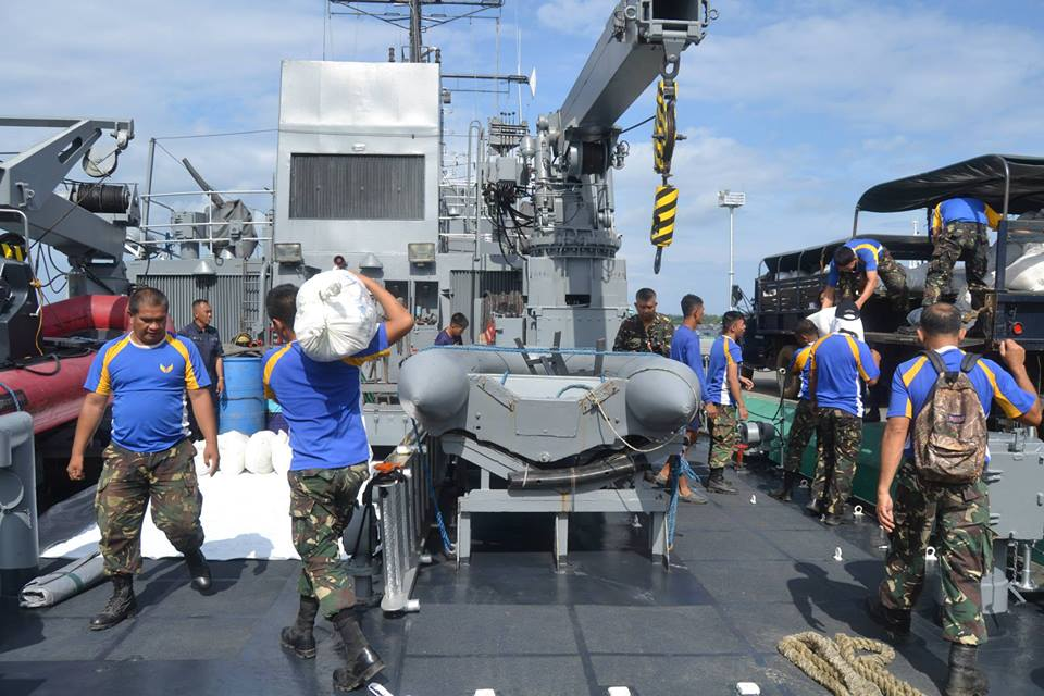 The Naval Forces West, crew of the BRP Apolinario Mabini (PS36), and the 570th CTW load relief goods from the DSWD, intended for the municipalities of Cuyo, Agutaya, and Magsaysay in Palawan. (Official Gazette of the Republic of the Philippines)