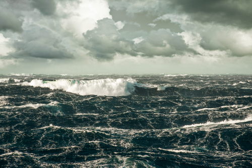 Rough_sea_storm_shutterstock_152018822