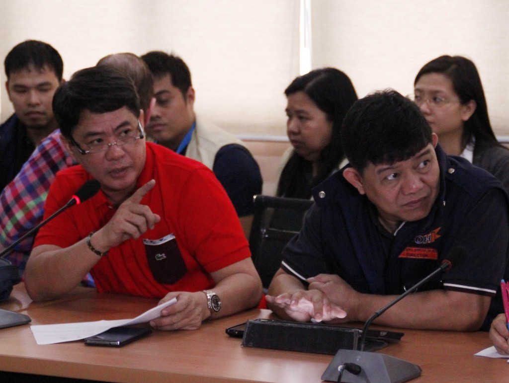 Dr. Roland Cortez (in red T-shirt), Medical Center Chief II of the East Avenue Medical Center (EAMC) in Quezon City, stresses a point during a media briefing Thursday (Jan. 1, 2015) on firecracker-related injuries recorded in the hospital in connection with the New Year's Eve revelry. Beside him is Department of Health (DOH)-National Capital Region Director Ariel Valencia. (PNA photo by Joey O. Razon)