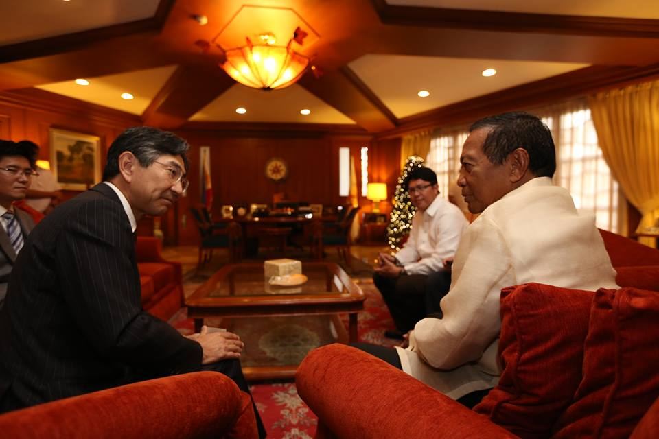VP Binay welcomes Japanese Ambassador Kazuhide Ishikawa during the latter's courtesy call on the Vice President at the Coconut Palace. The two discussed the plans of the Ambassador to improve Japan's economic activities in the Philippines, particularly in Southern Tagalog. (Facebook photo)