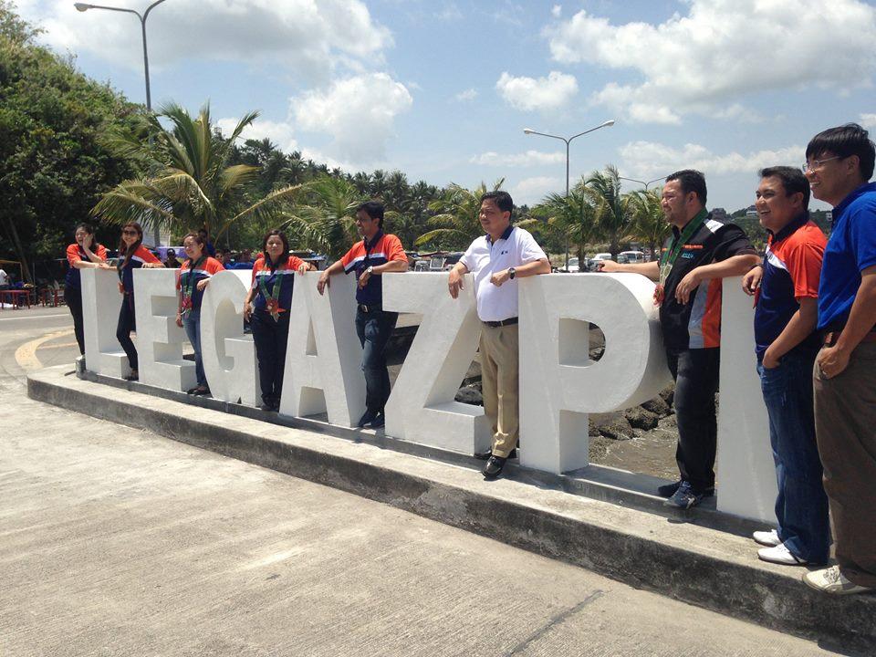 Legazpi Mayor Noel Rosas (in white; Facebook photo)