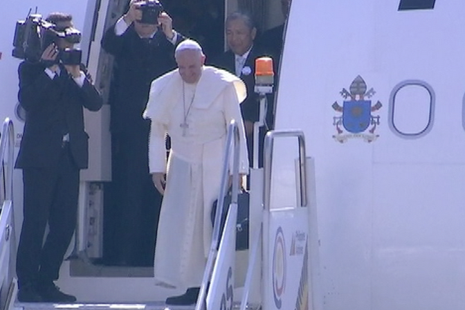Pope Francis waves and bows goodbye to Filipinos before boarding 'Shepherd One' -- the Philippine Airlines plane that will take him back to Rome. (Photo courtesy of Radio-Television Malacanang)