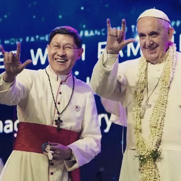 "Cardinal Luis Antonio Tagle (left) with His Holiness Pope Francis doing the sign language for ""I love you"" during the 'Encounter with Families' event at the Mall of Asia Arena, January 16, Friday."
