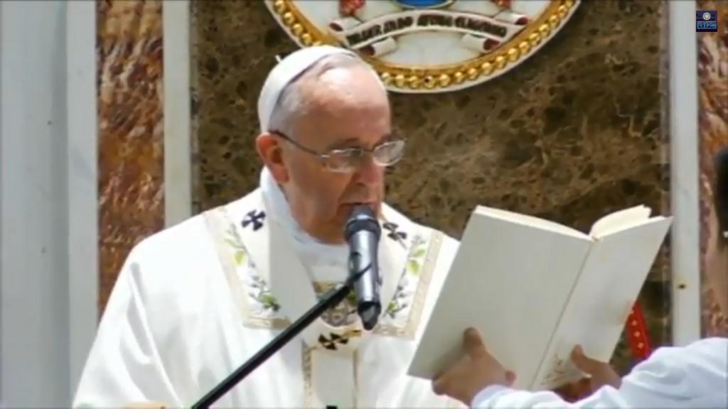 Pope Francis leads the Holy Mass at Manila Cathedral, January 16, Friday. (RTV Malacanang)