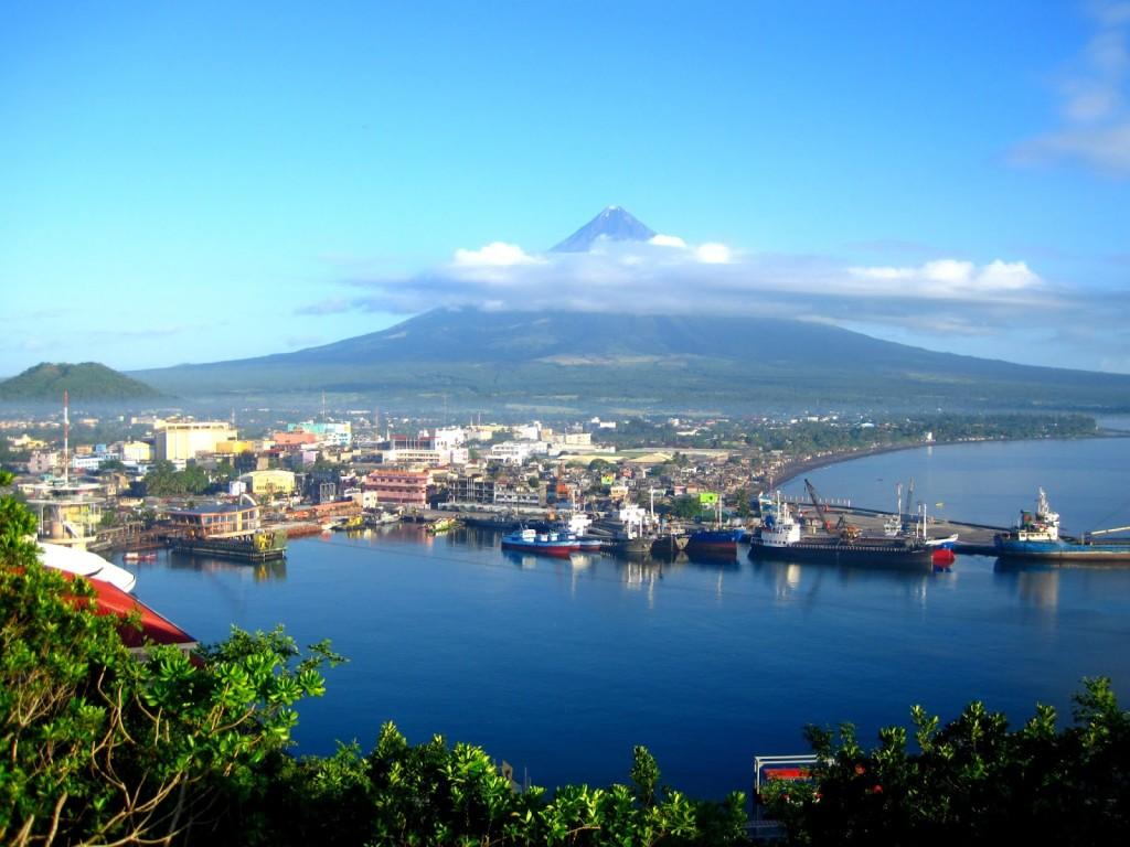 Albay Gulf (photo courtesy of www.ztopic.com)
