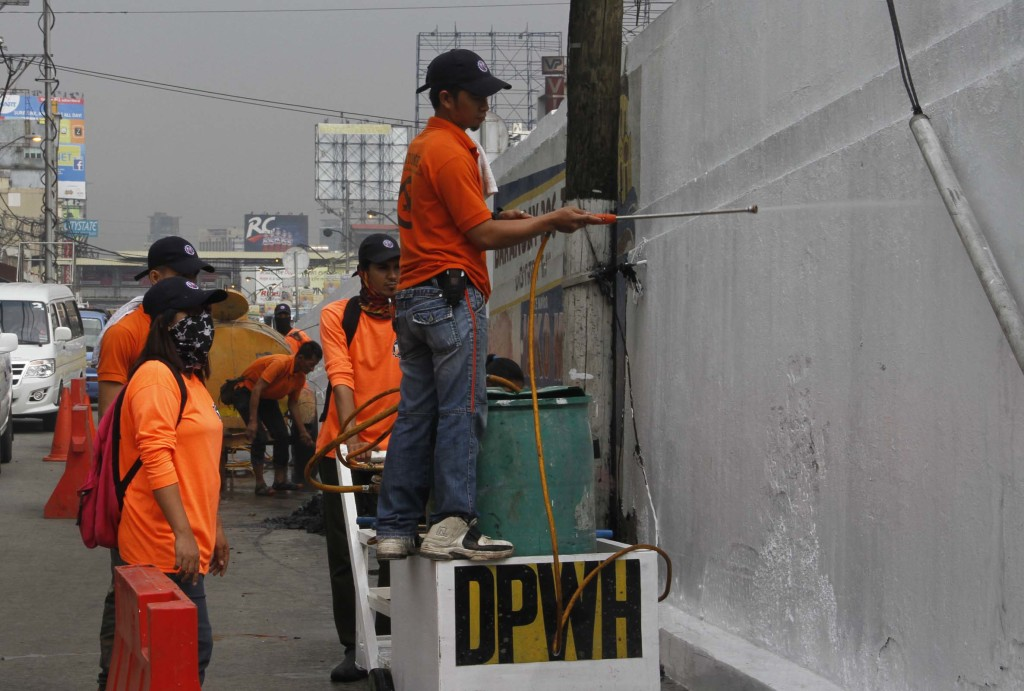 Department of Public Works and Highways (DPWH) personnel clean the flyover and drainage clogs at the vicinity of Quiapo Boulevard, Manila on Monday (January 5, 2015) in preparation for the celebration of the 409th anniversary of the Feast of the Black Nazarene on Friday, January 9. The Traslacion of the Black Nazarene is the country's largest procession attended by millions of devotees that lasted for about 19 hours last year. (PNA photo by Avito C. Dalan)