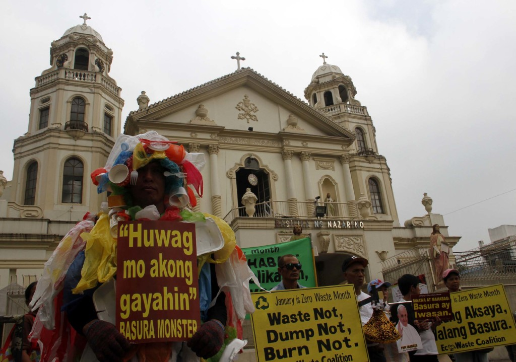 Anti-pollution watchdog, EcoWaste Coalition, urge devotees not to indiscriminately throw their trash during the January 9 procession in celebration of the Feast of the Black Nazarene on Monday (January 5, 2015) in front of the Quiapo Church. Last year, the Metro Manila Development Authority (MMDA) collected some 336 tons of trash left by millions of devotees during the traslacion of the Black Nazarene in Quiapo district. (PNA photo by Avito C.Dalan)