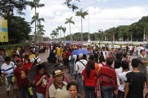 "Long lines of devotees patient wait for several hours for the ""Pahalik"" of the Black Nazarene, held Thursday (Jan. 8) at the Quirino Grandstand, Manila. (PNA photo by Avito C. Dalan)"