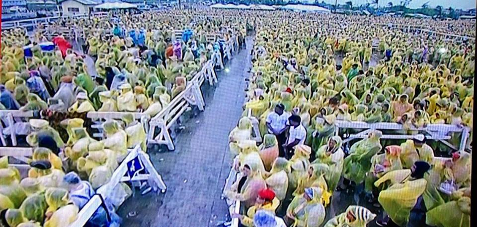 Crowds endure the harsh weather to see the Pope and hear the holy mass in Tacloban.