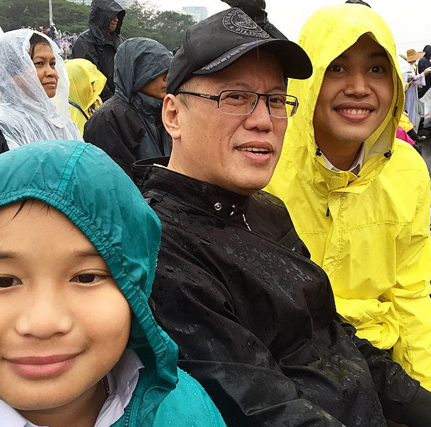 "Kris Aquino posts a photo of President Noynoy Aquino with her sons Josh (right) and Bimby (left) before Pope Francis' mass at the Quirino Grandstand. Caption: ""Picture was taken before Mass started. I really obeyed when it was announced that no pictures please during Mass. When I was about to take the picture PNoy said, ""Instagram na naman?"" I said please pagbigyan na ko, super cute naman the 3 of them, and it's a mother's joy to take pics of her sons. And anyway no signal in Luneta, so late upload."""