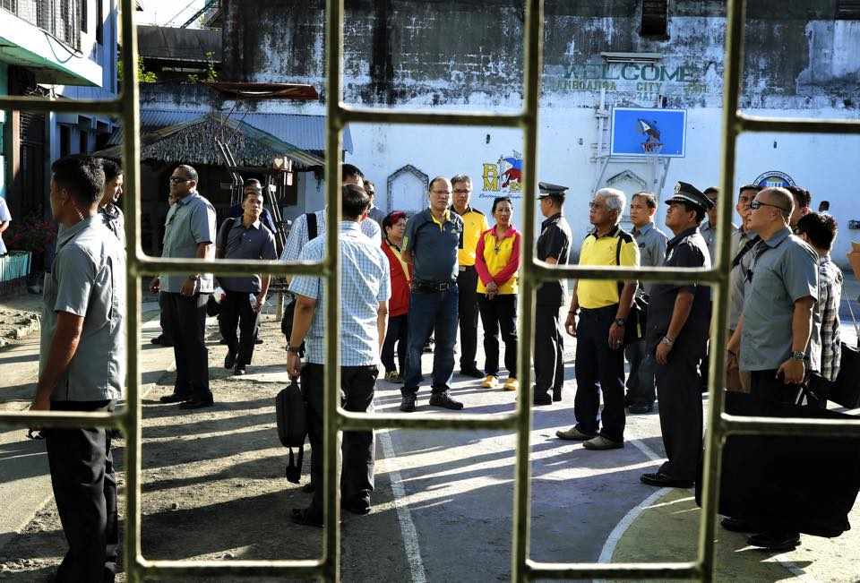 President Benigno Simeon Aquino III visits the site of the Zamboanga City blast. (Malacanang Photo Bureau)
