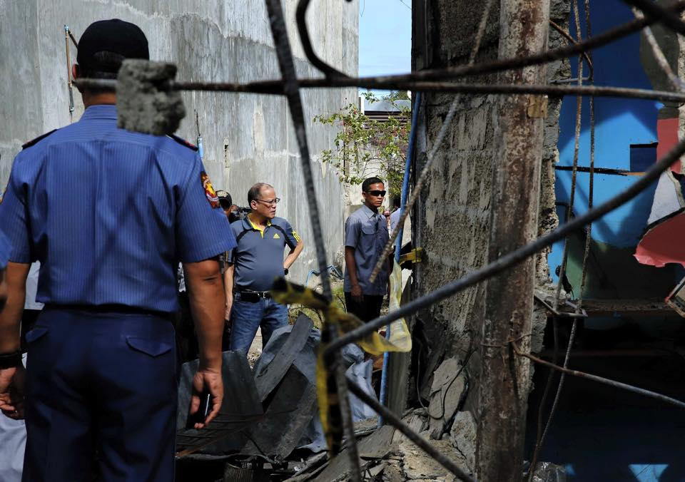P-Noy visits the blast site in Zamboanga City Sunday, that killed two people and wounded 50 others. He also inspected the Zamboanga City Jail in preparation for the government's jail congestion program. (Malacanang Photo Bureau)