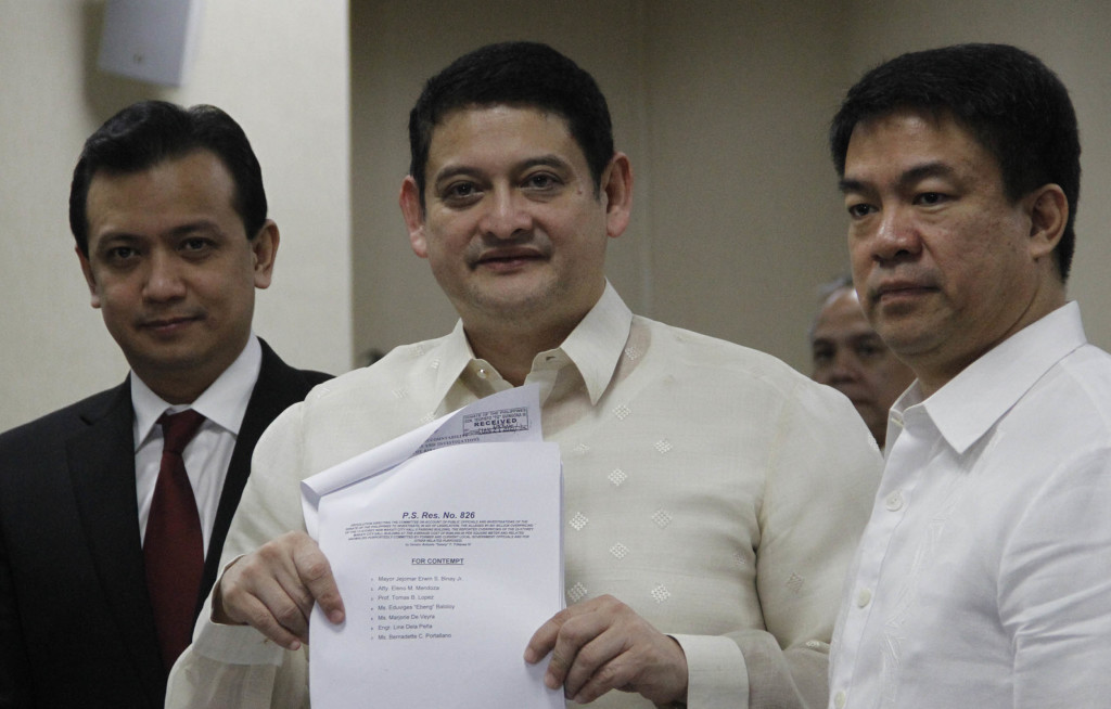 "Senate Blue Ribbon Committee Chairman Teofisto Guingona III (center) shows to the media the list of persons cited by the Senate for contempt along with Makati City Mayor Erwin ""Junjun"" Binay during the Senate inquiry on the alleged Makati building overprice on Monday (Jan. 26, 2015). Also in photo are Senator Antonio Trillanes (left) and Senate Blue Ribbon Sub-Committee Chairman Aquilino ""Koko"" Pimentel III. (PNA Photo by Avito C. Dalan)"