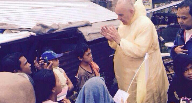 After his holy mass at the Tacloban Airport, Pope Francis -- clad in a flimsy yellow raincoat to shield himself from the inclement weather brought by Storm 'Amang' -- visited a family that survived Supertyphoon 'Yolanda'. (RTV Malacanang)