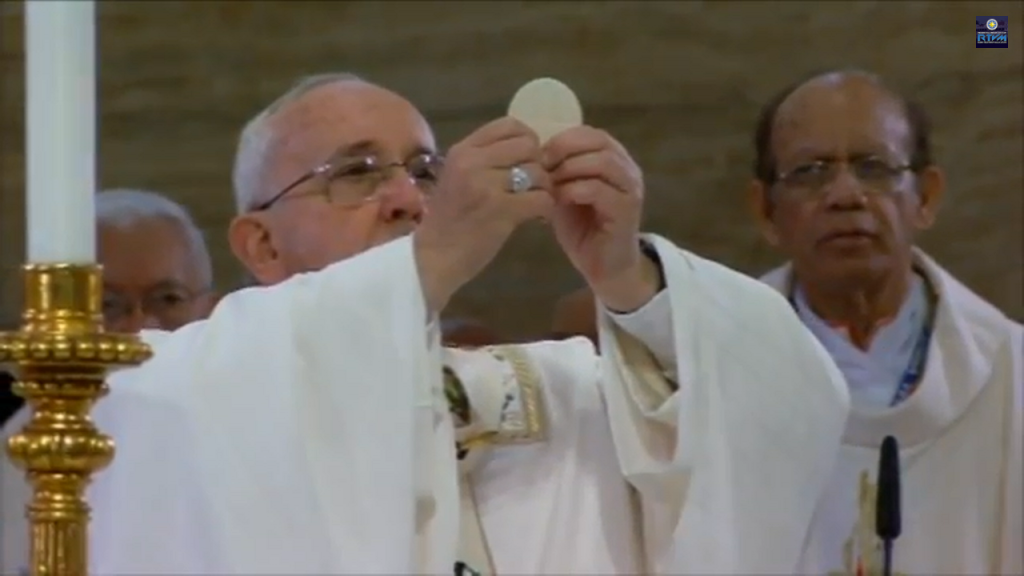 His Holiness Pope Francis prays for the holy communion during high mass at the Manila Cathedral, January 16, 2015.