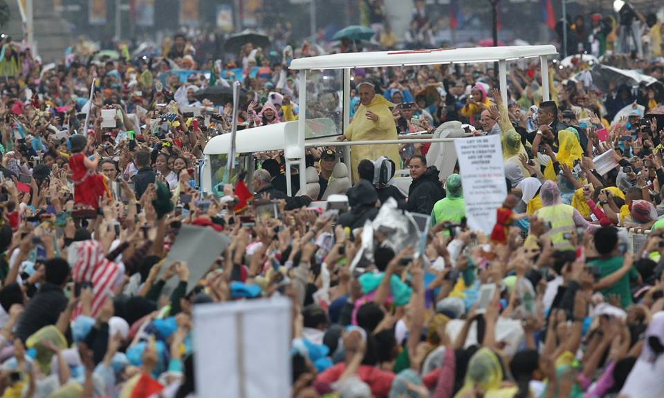 Pope Francis arrives in Luneta for his concluding mass (Malacacang Photo Bureau)