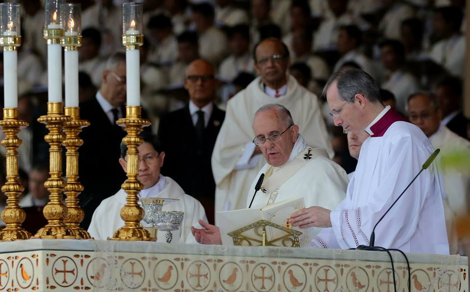 Pope Francis leads the Holy Mass in Luneta (Malacanang Photo Bureau)