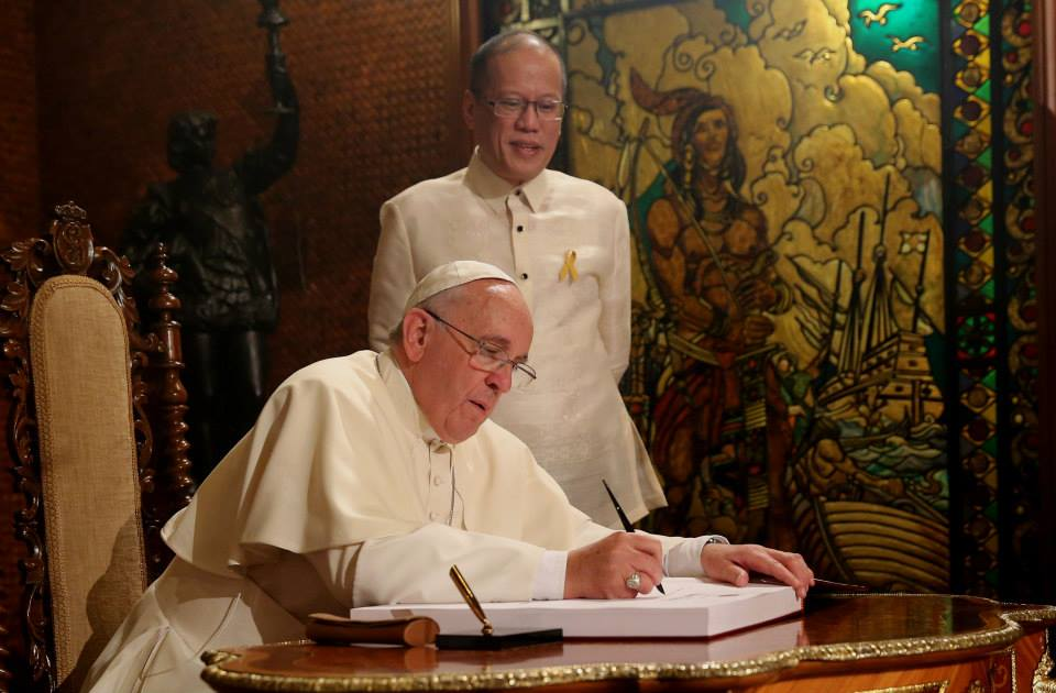 Pope Francis visited Malacañan Palace this morning for official welcoming ceremonies. The Pontiff and President Aquino delivered statements during a general audience of senior government officials and members of the Diplomatic Corps (Photo by the Malacañang Photo Bureau)