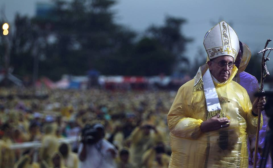 Pope Francis wears a yellow raincoat during the Holy Mass in Tacloban (Malacanang Photo Bureau)