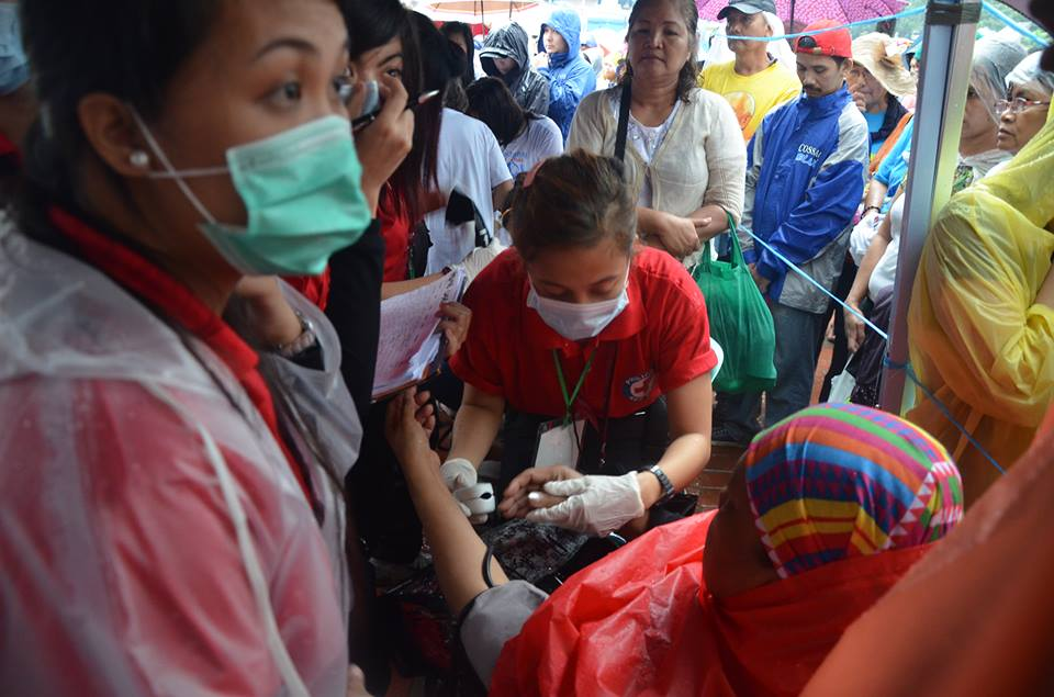 Philippine Red Cross (PRC) volunteers tend to over a thousand cases on Pope Francis' concluding mass in Luneta on Sunday, January 18. (PRC Facebook page)