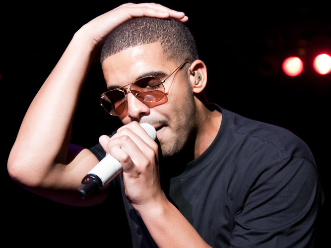 Hip Hop/ Rap Artist Drake performs on stage at the Indiana State Fair (John Steel / Shutterstock)