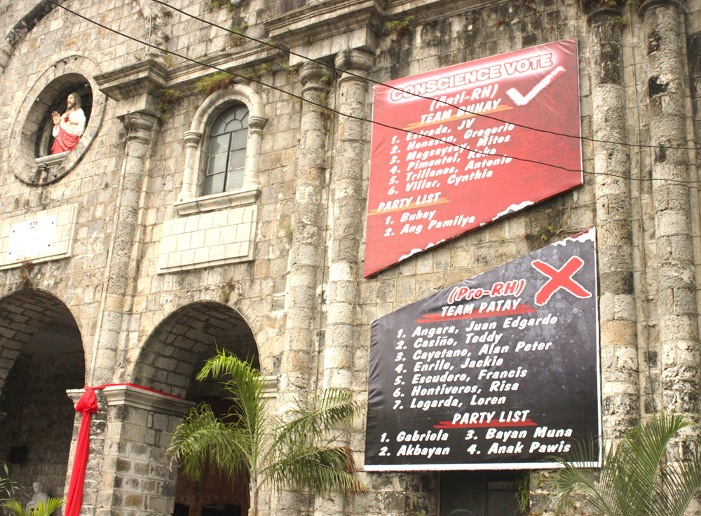 'Team Buhay, Team Patay' tarp posted outside a church (photo courtesy of brigada.ph)