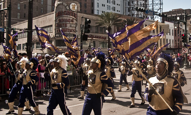 Most high-schools and colleges from Louisiana and nearby New Orleans gathered to open the mardi gras parade. Andrea Ciambra / Flickr.