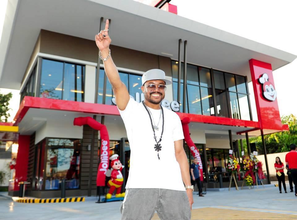 Apl De Ap opens his Jollibee store at Dau McArthur in Pampanga (Facebook photo)