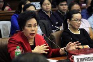 Sen. Miriam Defensor-Santiago grills resigned PNP Chief Alan Purisima on Thursday's Senate probe on the Mamasapano clash (screenshot from GMA News footage)