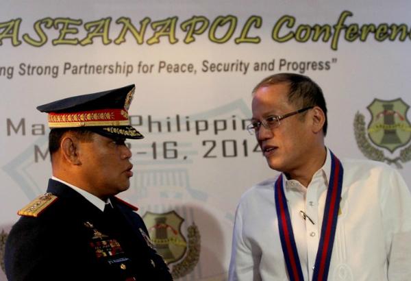 Suspended PNP Chief Alan Purisima with President Benigno Simeon Aquino III (Rey Baniquet / Malacañang Photo Bureau)