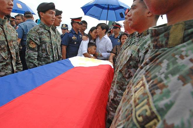 """""""Being with the families amidst the corpses of our fallen strengthens my resolve to expose the truth. This cannot happen again."""" (Photo and caption courtesy of Sen. Bongbong Marcos' Facebook page)"""