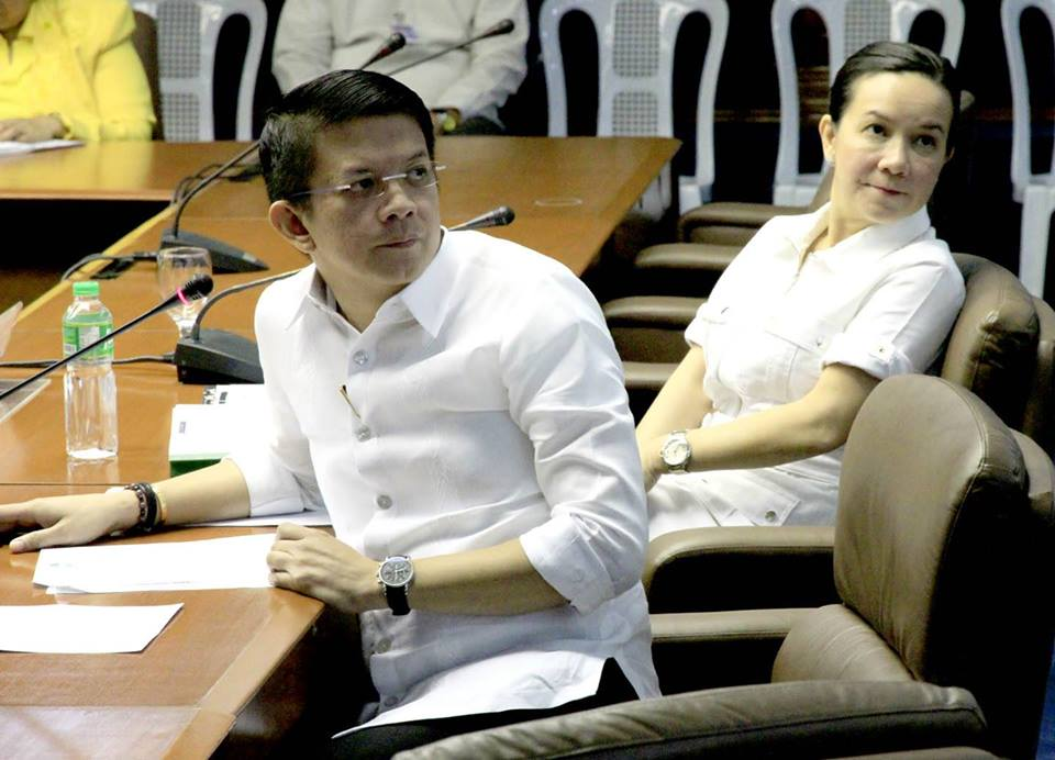 Senator Francis 'Chiz' Escudero attends the senate hearing for the Mamasapano clash. Also in the picture, Senator Grace Poe. (Facebook photo)
