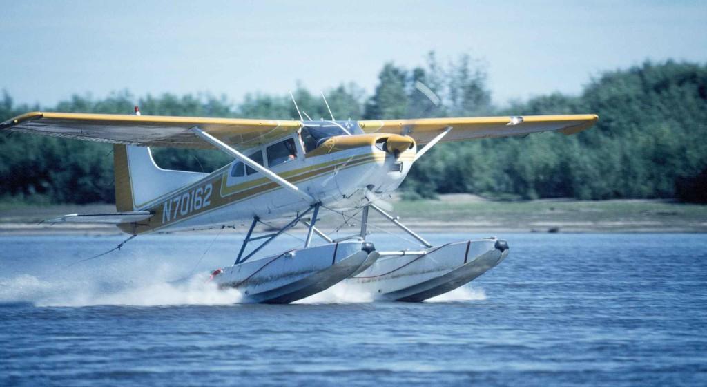 float plane (wikimedia commons)