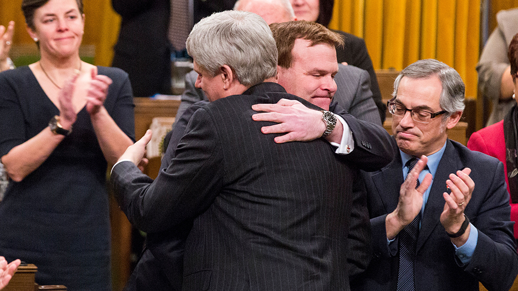 John Baird and Prime Minister Stephen Harper say goodbye with a hug (www.pm.gc.ca)