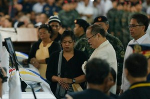 President Benigno S. Aquino III offers a moment of silent prayer before the remains of the fallen Philippine National Police-Special Action Force (PNP-SAF) Troopers during the Necrological Service at the NCRPO Multi-Purpose Center of Camp Bagong Diwa in Bicutan, Taguig City on Friday (January 30, 2015). (Photo by Gil Nartea / Malacañang Photo Bureau)