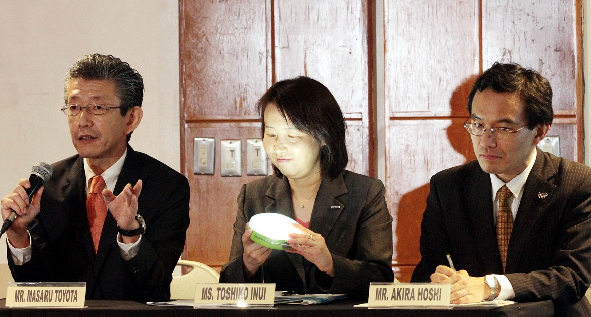 Masaru Toyota (3rd from right), vice president of Panasonic Philippines, announces the donation by his company of 2,376 solar lanterns to 18 non-governmental organizations in the Philippines during a Solar Lantern Donation Ceremony on Tuesday (Feb. 17, 2015) at Jesus V. Del Rosario Foundation Hall, Asian Institute of Management (AIM) Conference Center, Makati City. Also in (right photo) are Akira Hoshi (right) of the Corporate Social Responsibility (CSR) & Citizenship Group, Panasonic Corporation; and Ms. Toshiko Inui, General Manager, CSR Office, CSR & Citizenship Group, Panasonic Corporation. (PNA photos by Jess M. Escaros Jr.)